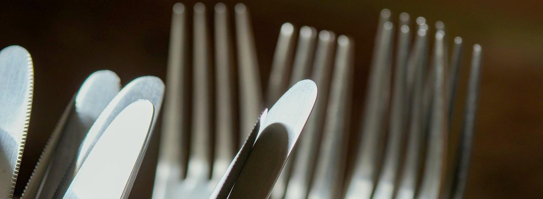 Besteck als Stellvertreter abgebildet für die Rückkehr von Mittagstisch und Freitagsfrühstück im Vringstreff